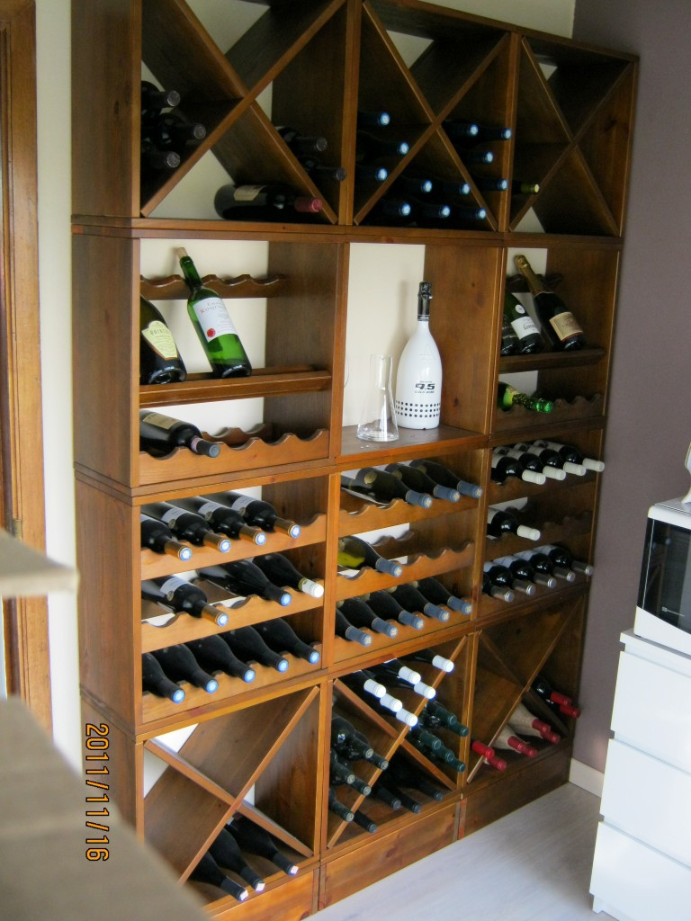kabinett sch ne lagerung f r jede menge flaschen. Black Bedroom Furniture Sets. Home Design Ideas