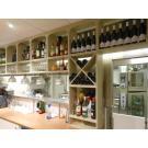 Auch hinter einer Bar bietet Weinwand Kabinett großartige Möglichkeiten