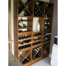 Dieser Weinliebhaber hat in seiner Küche eine große Weinwand aufgebaut. Durch die vorteilhafte  Regaltiefe von 25 cm passt Kabinett in jedem Raum