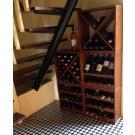 So benutzen Sie den Platz unterhalb der Treppe und der Weinvorrat sieht gleich ordentlich aus