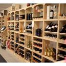 Weinwand Kabinett: ein flexibeles Weinlagerungs System aus Holz