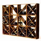 Durch die Kreuze und Diagonalen von Kabinett Modell 1 und 2 bekommt dieses Weinregal ein elegantes und dennoch spielerisches Aussehen