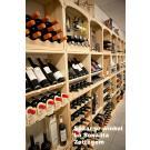 """Mit Weinregalen der Serie Kabinett verschaffen Sie sich gleichzeitig viel Platz für Ihren Vorrat und auch Präsentationsfläche, wie der spanische Laden """"La Sonanta"""" in Zottegem hier zeigt."""