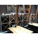 Weinwand Kabinett (Modell mit Kreuz) verleiht diesem Lokal ein besonderes Ambiente.
