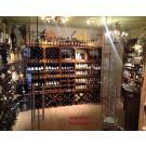 """Ein weiterer Durchblick bei """"Tovino"""" in Maassluis. Die Einrichtung wirkt einladend zum Probieren von leckeren Weinen, bzw. um Weine zu kaufen."""